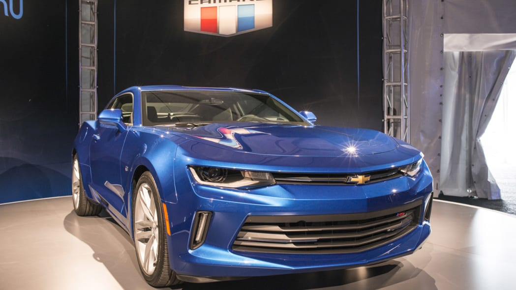 2016 chevy camaro blue front