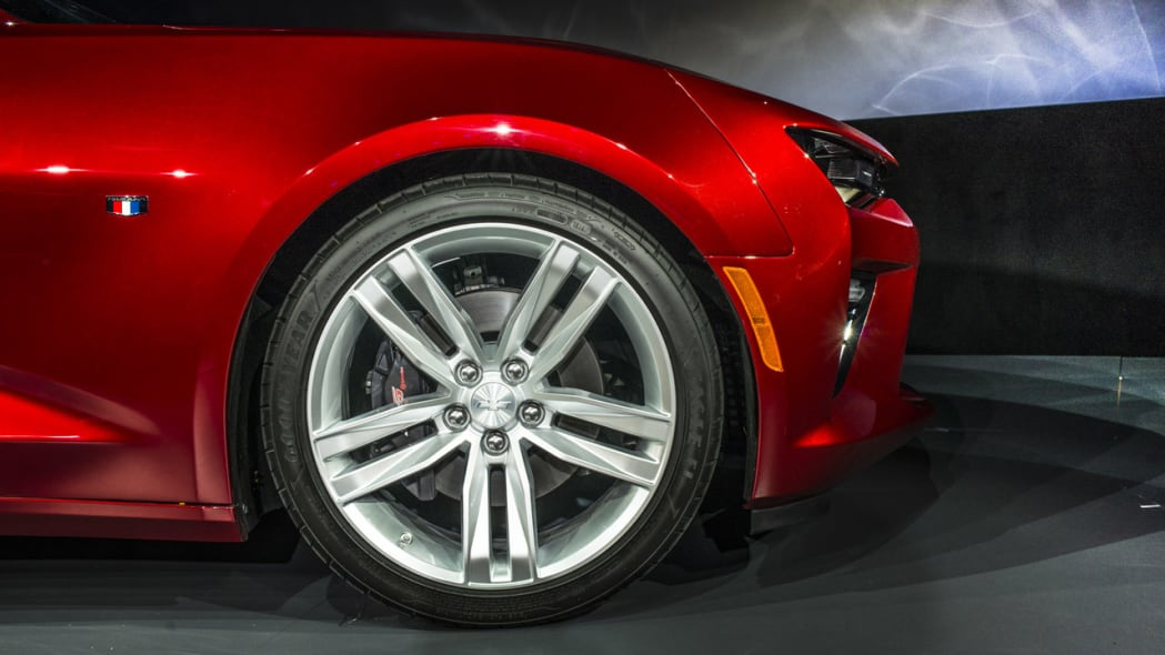 2016 chevy camaro front wheel close