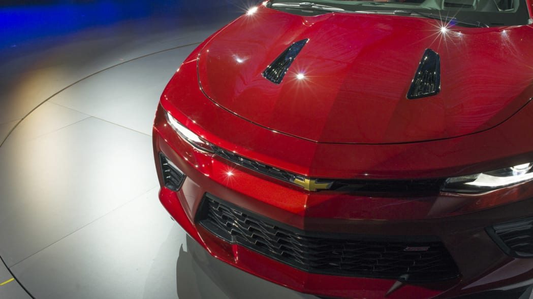 2016 chevy camaro front shadow