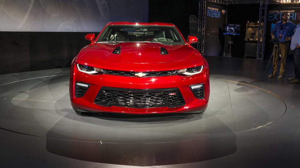 2016 chevy camaro turntable front