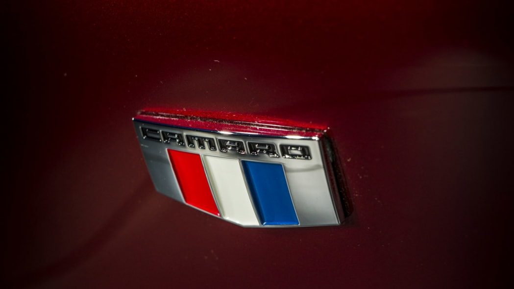 2016 chevy camaro new badge