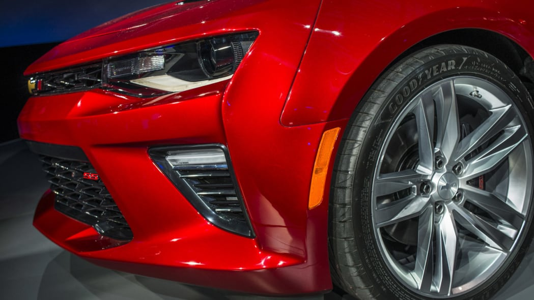 2016 chevy camaro red vents closeup