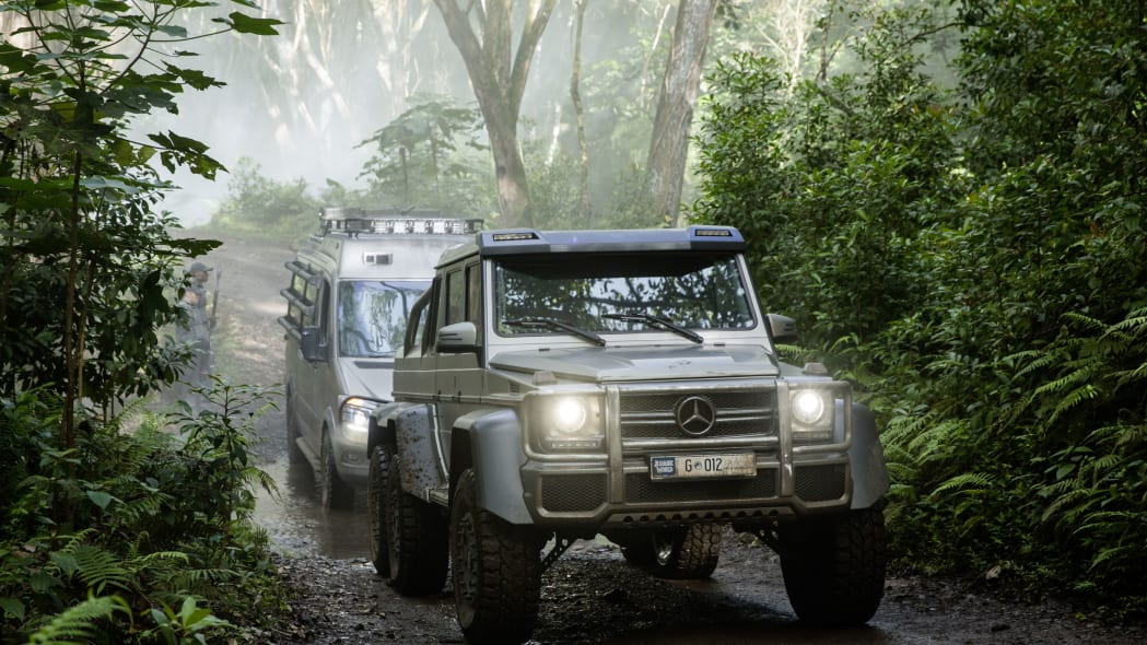 silver mercedes g63 amg 6x6 in jurassic world