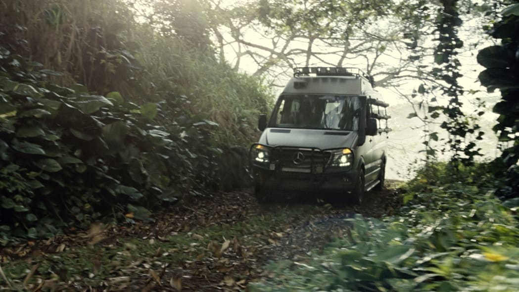 mercedes sprinter in jurassic world