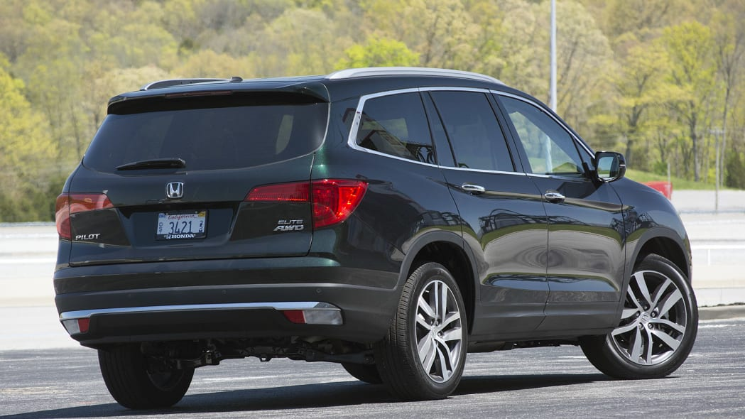 2016 Honda Pilot rear 3/4 view