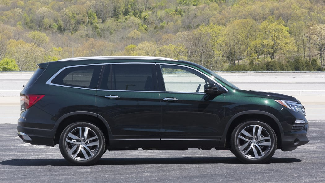 2016 Honda Pilot side view
