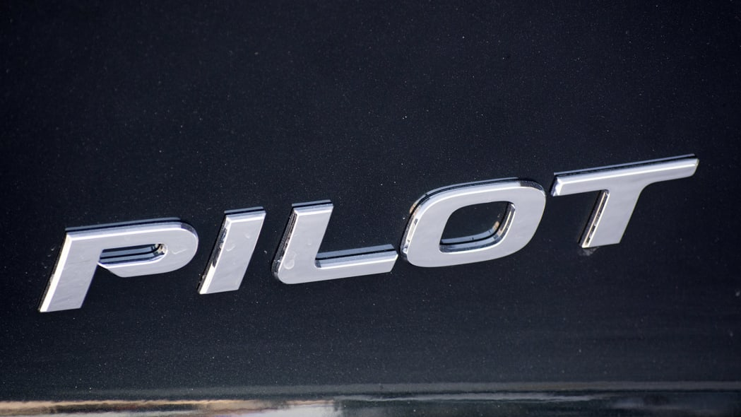 2016 Honda Pilot badge