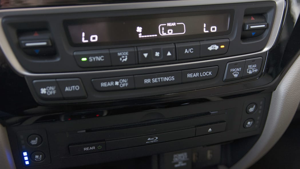 2016 Honda Pilot audio and climate controls