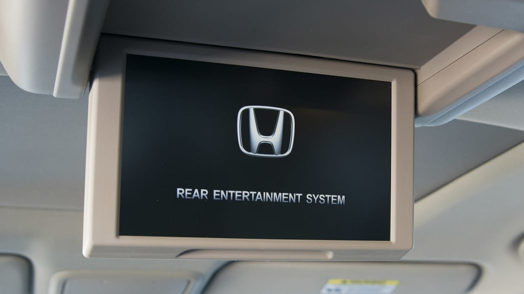2016 Honda Pilot rear entertainment system
