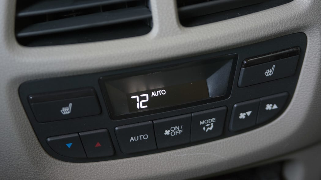 2016 Honda Pilot rear climate controls
