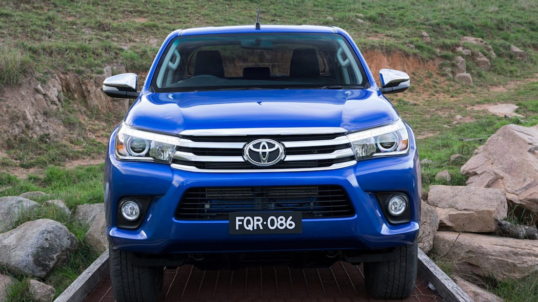 2016 Toyota HiLux front