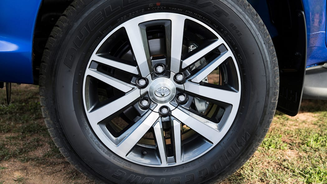 2016 Toyota HiLux wheel tire