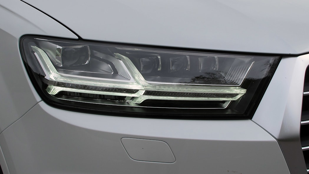 2017 Audi Q7 headlight