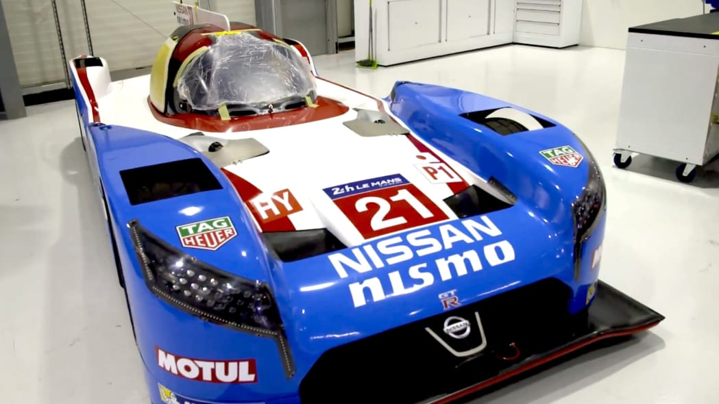 Nissan GT-R LM Nismo in throwback livery