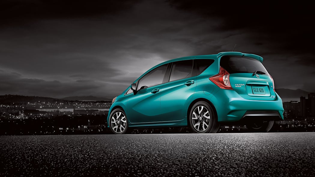 2015 Nissan Versa Note blue green