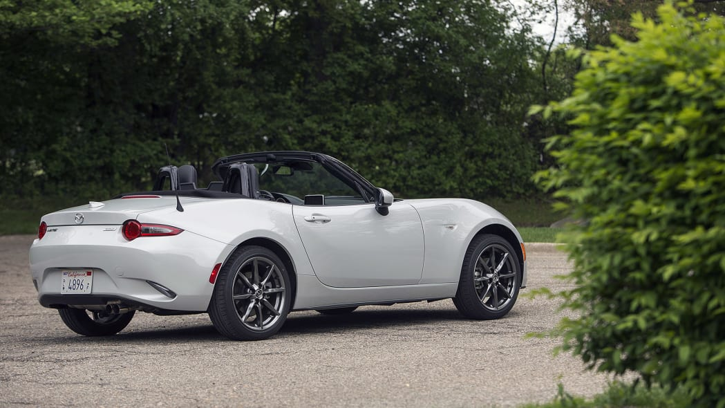 2016 Mazda MX-5 Miata rear 3/4 view