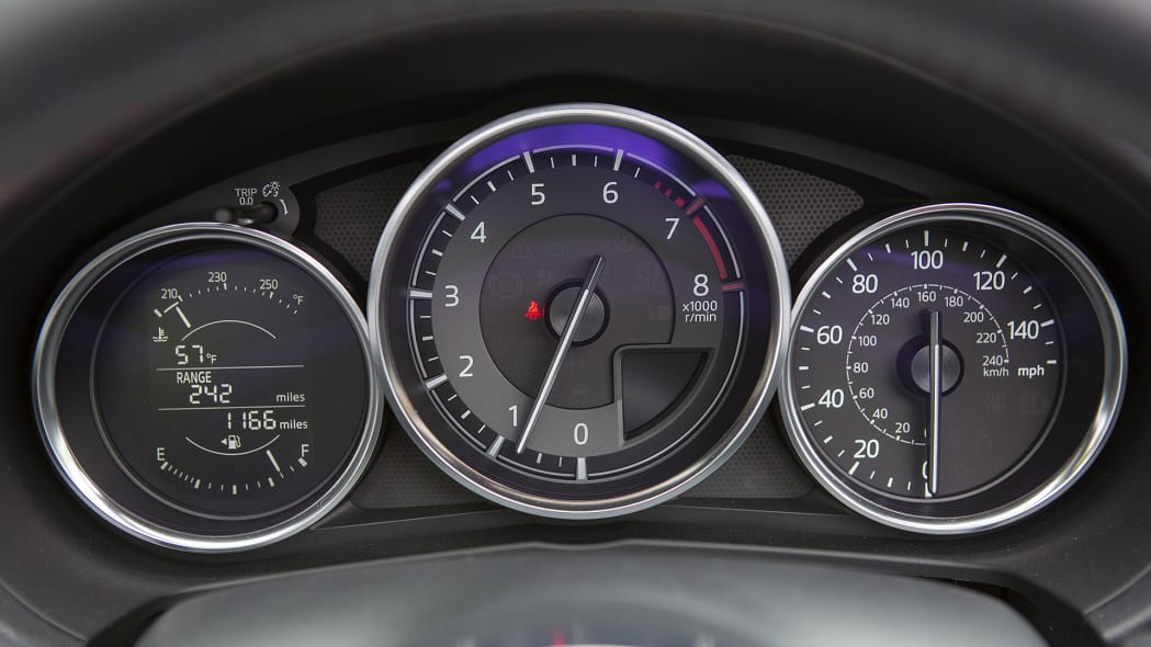 2016 Mazda MX-5 Miata gauges