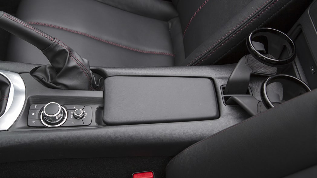 2016 Mazda MX-5 Miata center console