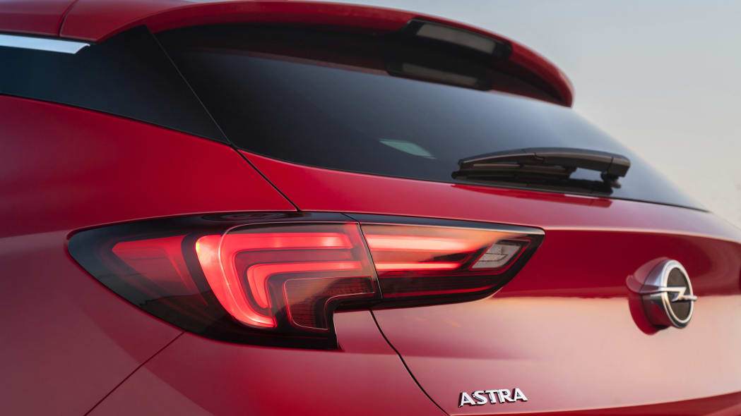 2016 Opel Astra tail
