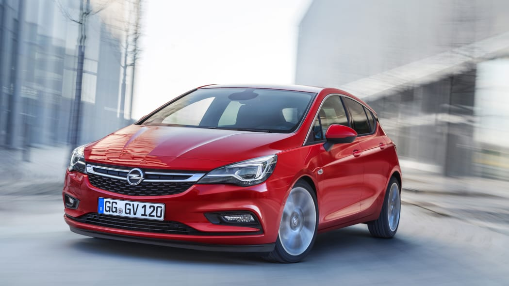 Opel Astra front 3/4 road