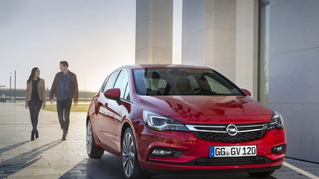 2016 Opel Astra parked