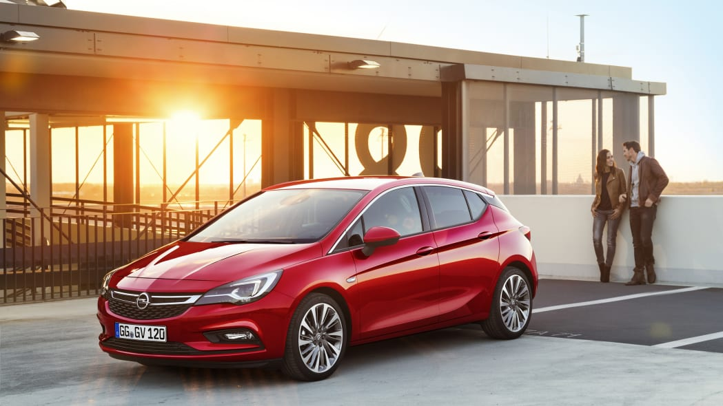 2016 Opel Astra front 3/4