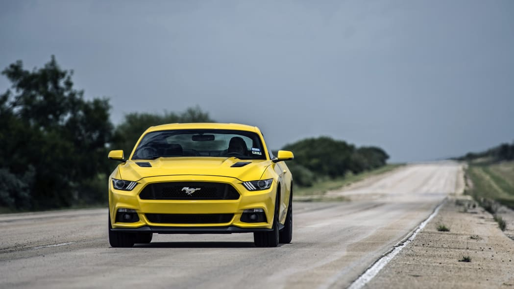 yellow hennessey performance hpe750 mustang reaches 207.9 mph