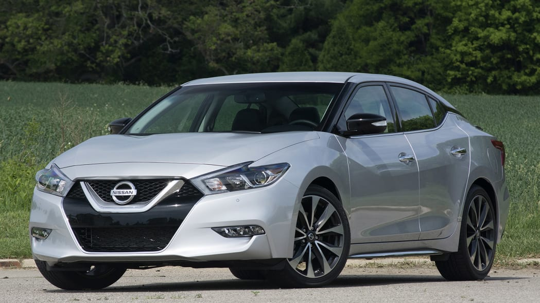 2016 Nissan Maxima front 3/4 view