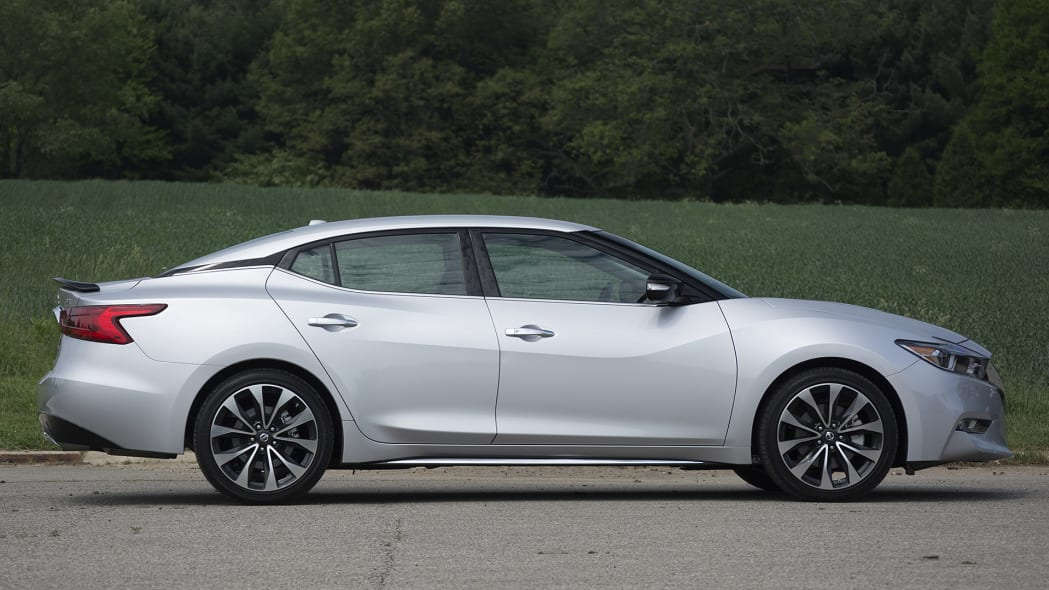 2016 Nissan Maxima side view