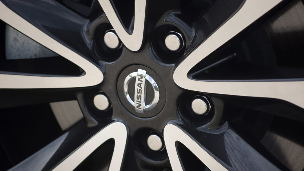 2016 Nissan Maxima wheel detail
