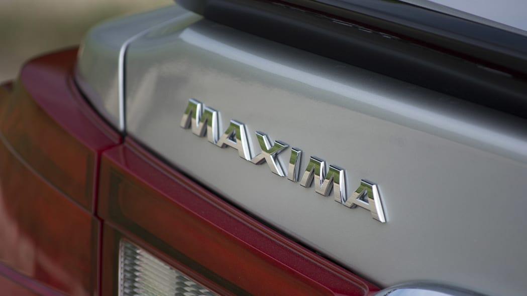 2016 Nissan Maxima badge