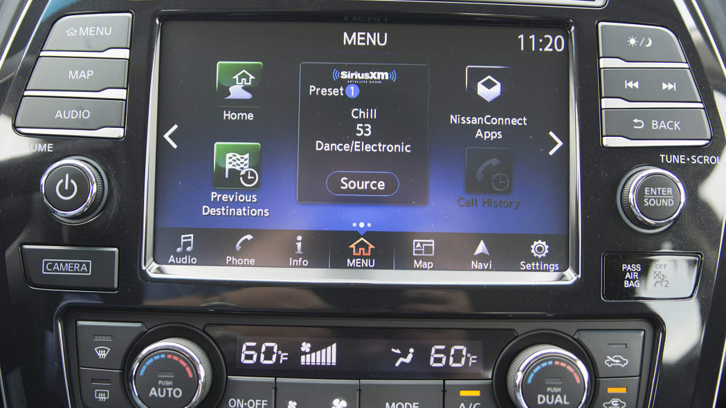 2016 Nissan Maxima infotainment system