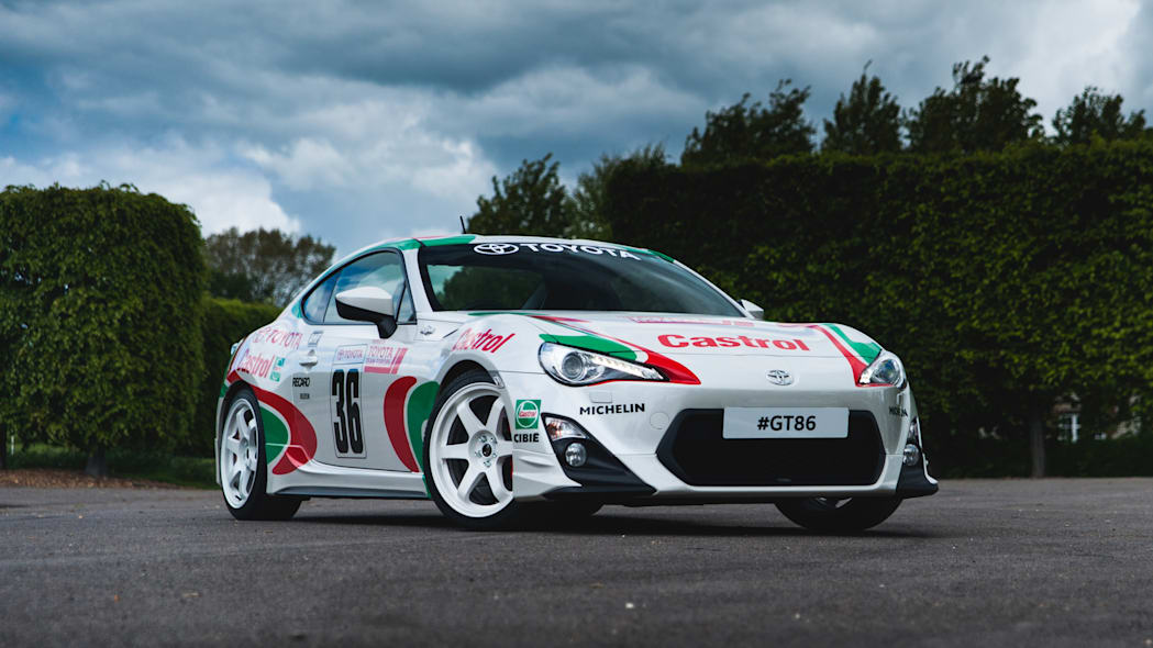 Toyota GT86 in Castrol livery front 3/4