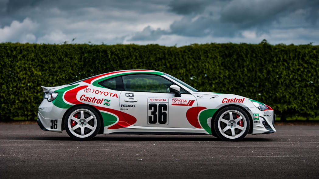 Toyota GT86 in Castrol livery side