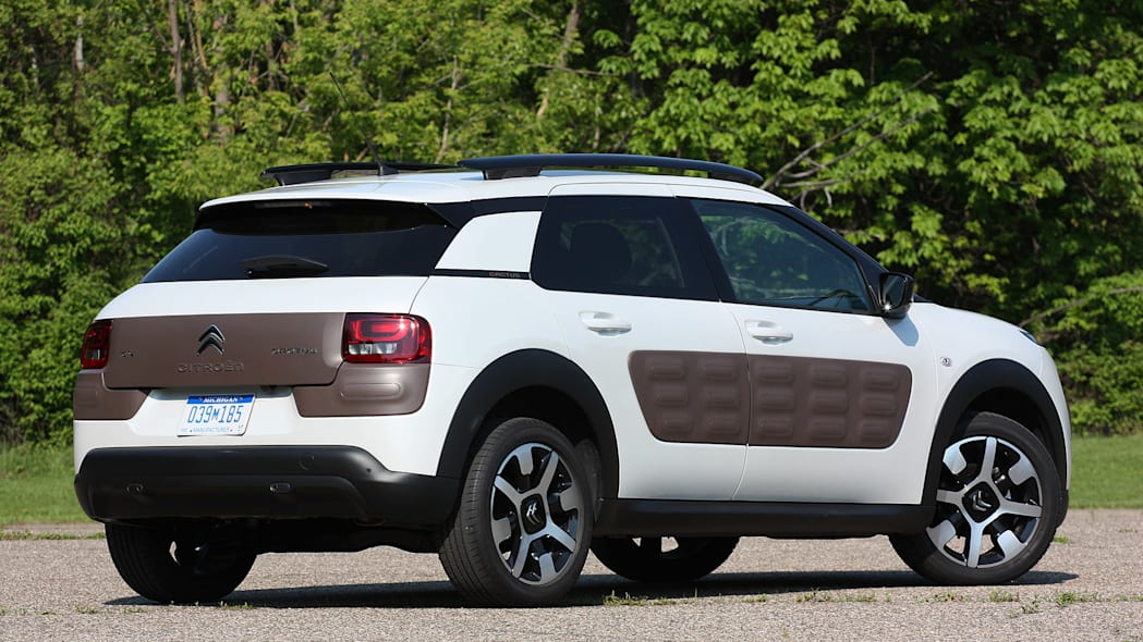 2015 Citroën C4 Cactus rear 3/4 view