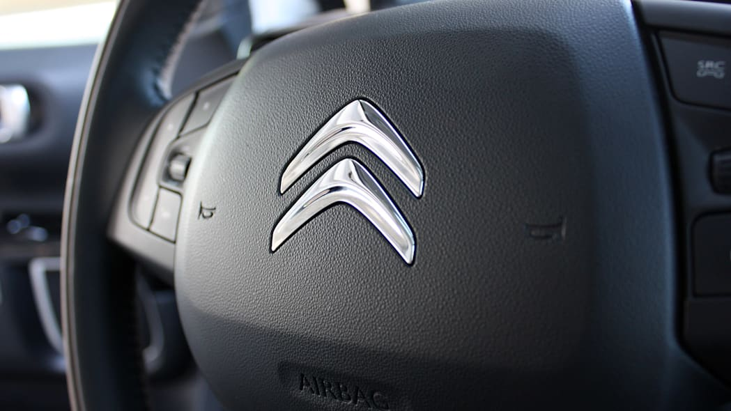 2015 Citroën C4 Cactus steering wheel detail