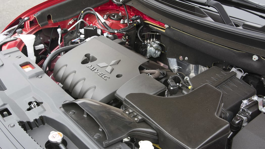 2016 Mitsubishi Outlander engine