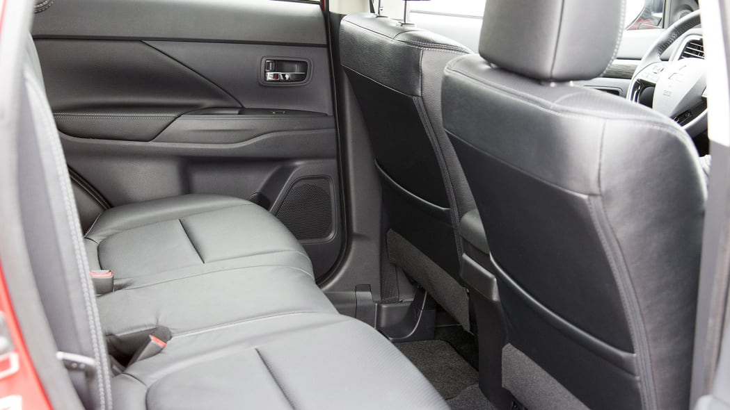 2016 Mitsubishi Outlander rear seats