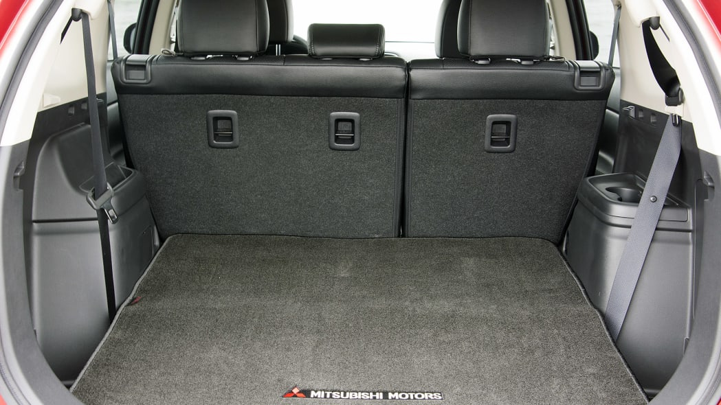 2016 Mitsubishi Outlander rear cargo area