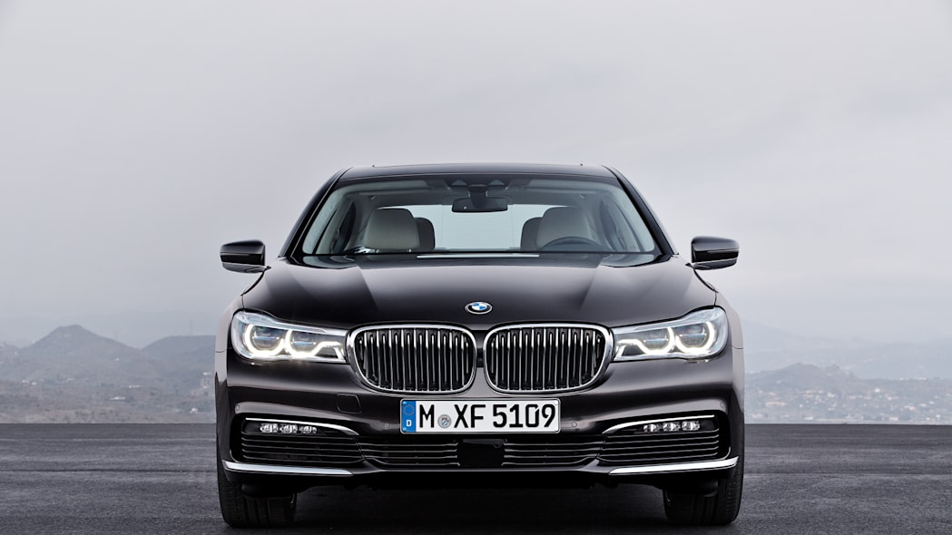 front stationary bmw 7 series 2016
