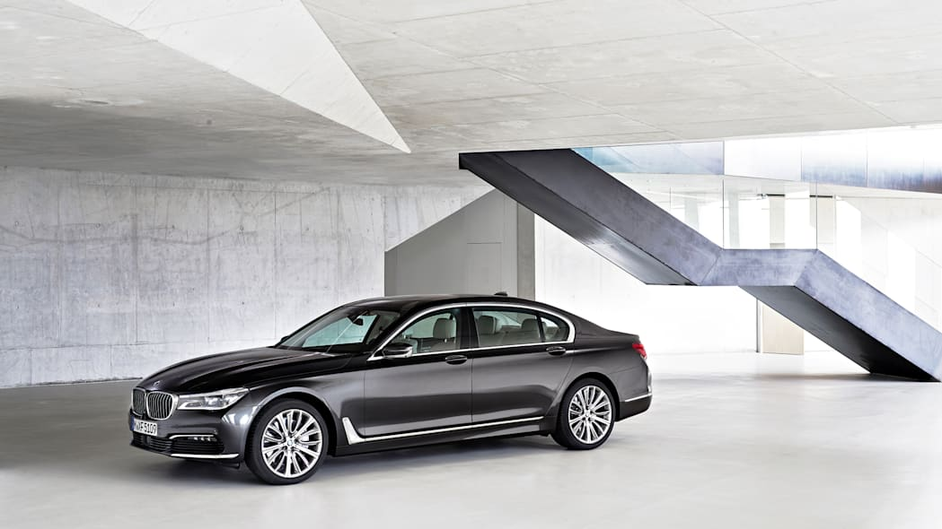 building bmw 7 series 2016 parked