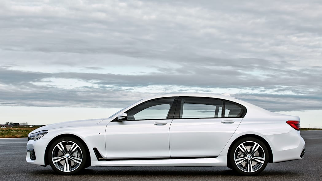 bmw profile parked 2016 7 series