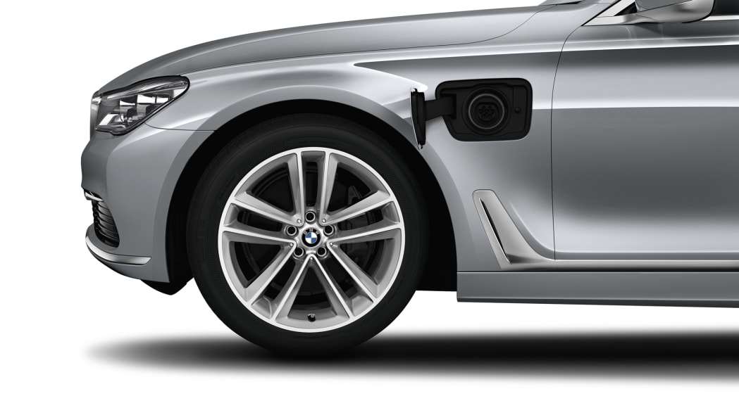 charge port wheel bmw 7 series 2016