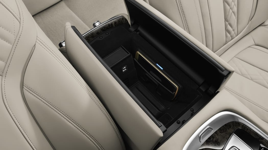 cubby bmw 7 series 2016 cabin
