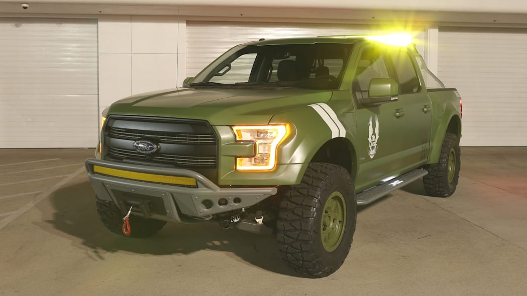 Ford F-150 Halo Sandcat front 3/4 lights