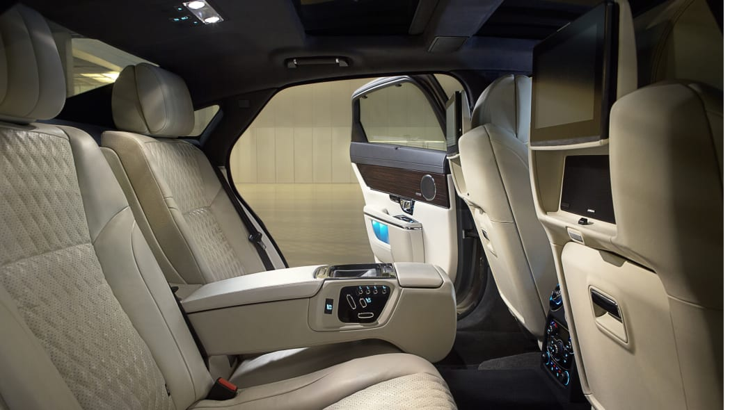 2016 Jaguar XJ interior rear seats
