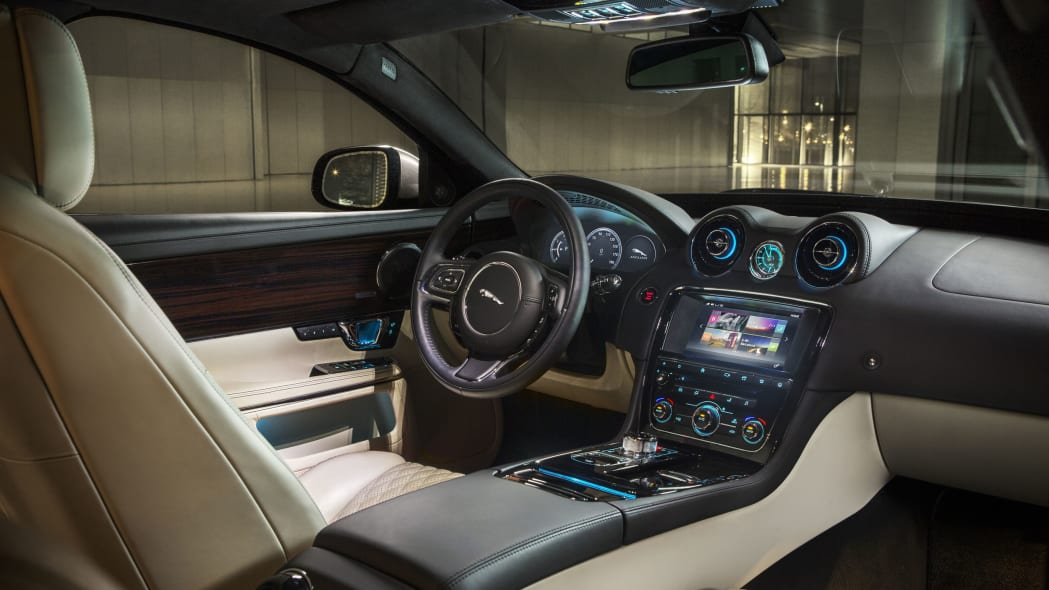 2016 Jaguar XJ interior dashboard