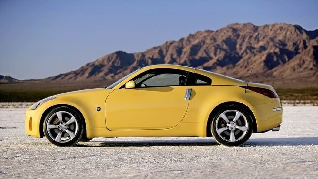 2006 nissan z coupe yellow side
