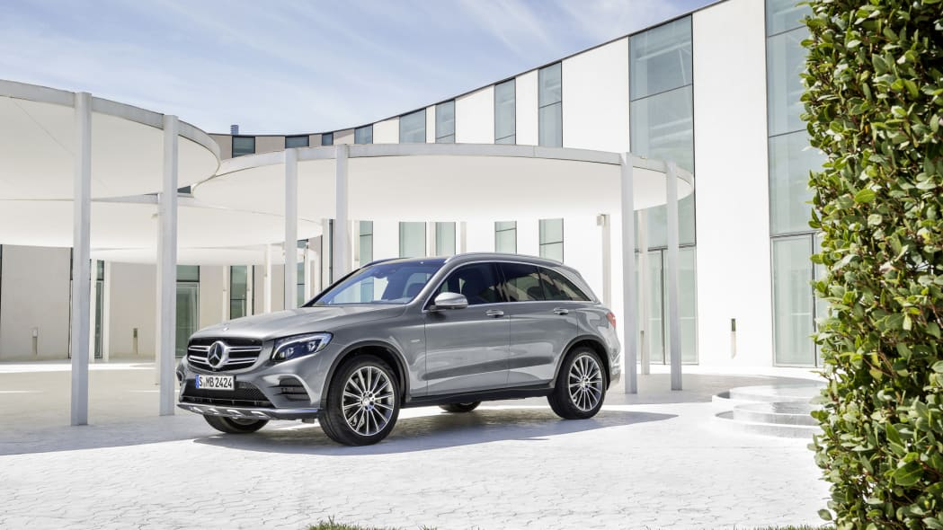 glc parked mercedes 2016 front