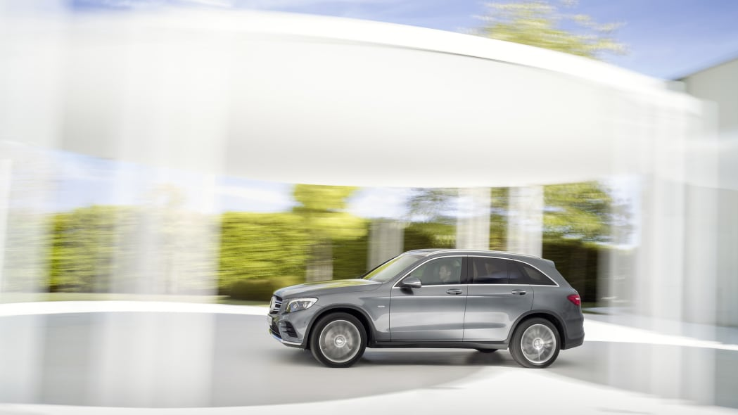 glc mercedes 2016 action speed moving